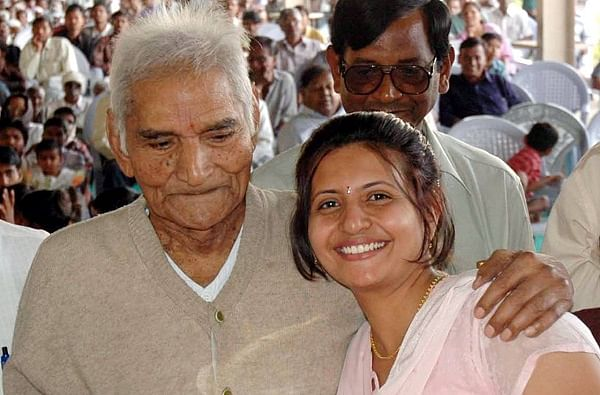 MaharashtraSheetal Amte social activist and granddaughter of Baba Amtedies allegedly by suicide Anandwan Chandrapur | समाजसेवीबाबा आमटे की पोतीडॉ. शीतल ने कीआत्महत्या,मरने से पहले सोशल मीडिया पर डाली एक तस्वीर