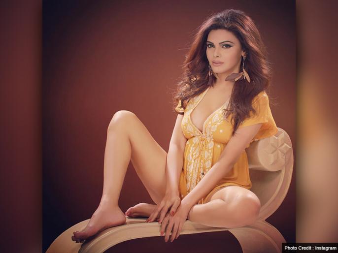 Sherlyn Chopra appeared in a traditional avatar leaving her bikini   बिकिनी छोड़ ट्रेडिशनल अवतार में नजर आईं शर्लिन चोपड़ा, वीडियो देख विश्वास नहीं कर पाएंगे फैंस