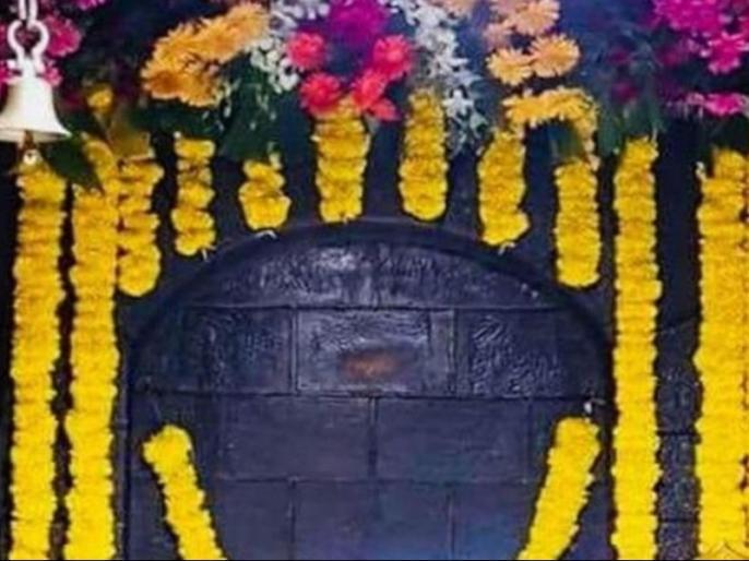 image of sai baba in shirdi appears on the wall in shirdi temple on wednesday | शिरडी में सांई बाबा के दिखने की फैली अफवाह, तस्वीरें तेजी से हो रही हैं वायरल