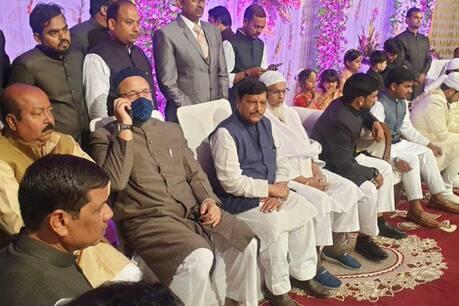 UP: Shivpal Yadav met Asaduddin Owaisi at a wedding ceremony, is there talk on alliance? | यूपी: एक शादी समारोह में शिवपाल यादव ने असदुद्दीन ओवैसी से की मुलाकात, क्या गठबंधन पर बनी बात?