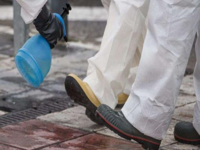 Coronavirus new updates: COVID-19 travels through the air at least 13 feet, also spreads on your shoes | Coronavirus: कोरोना वायरस से जुड़ी ये 2 नई जानकारियां आपके होश उड़ा देंगी