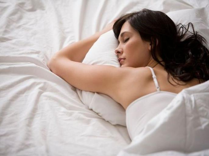 Sleeping with lights on increases the risk of obesity in women says a study | रात को रोशनी में सोने वाली महिलाओं को हो सकता है मोटापा बढ़ने का खतरा