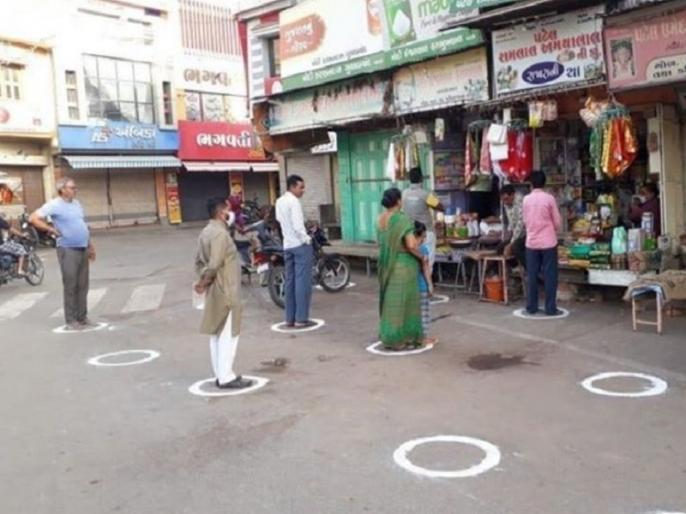 Coronavirus: Social Distancing through innovative way Outside a milk booth in Tamil Nadu | Coronavirus: वाह भई मान गए! सोशल डिस्टेंस का नायाब तरीका, यकीन करिये तस्वीर भारत की है