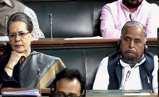 PM Modi says Mulayam singh Yadav has given me his aashirvaad and Sonia gandhi was their only | मुलायम सिंह यादव का सोनिया गांधी के बगल में बैठ कर पीएम मोदी को आशीर्वाद देना क्या इशारा दे रहा है?