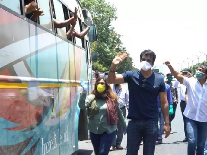 Actor Sonu Sood arranges bus transport for stranded migrant workers | गरीब और बेसहारा मजदूरों को घर भिजवा रहे हैं सोनू सूद, कहा- ज्यादा से ज्यादा लोगों की करना चाहता हूं मदद