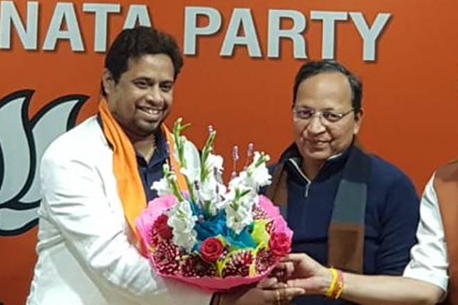BJP MP said - celebrities opposing CAA are Mamta Banerjee's dog | बीजेपी सांसद बोले- CAA का विरोध करने वाली मशहूर हस्तियां ममता बनर्जी का कुत्ता हैं