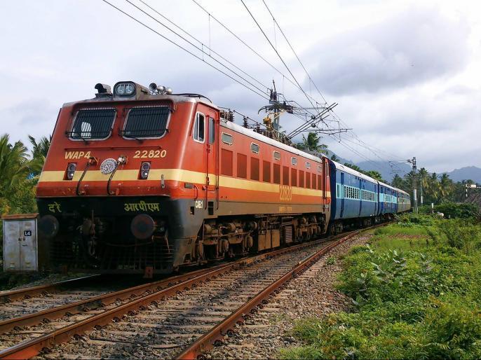 southern railway withdraws circular on asking staff to talk only in english and hindi   साउथर्न रेलवे ने विरोध-प्रदर्शन के बाद वापस लिया सर्कुलर, स्टाफ को हिंदी और अंग्रेजी में बात करने की दी थी हिदायत