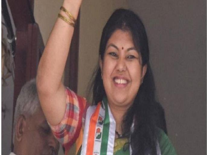 Karnataka Assembly Election 2018 Congress candidate Sowmya Reddy wins Jayanagar assembly constituency | कर्नाटकः कांग्रेस ने छीनी BJP के हाथ से जयनगर विधानसभा सीट, सौम्या रेड्डी ने फहराया विजय पताका