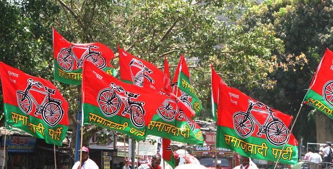 Two Samajwadi Party workers arrested for extortion | जबरन वसूली को लेकर समाजवादी पार्टी के दो कार्यकर्ता गिरफ्तार