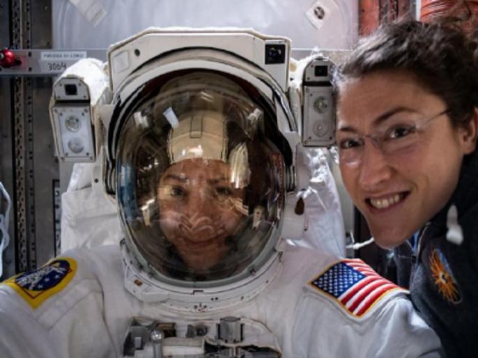First spacewalk by two women only Christina koch and Astro Jessica meir watch video   वीडियो: अंतरिक्ष में रचा गया इतिहास, पहली बार केवल महिलाओं ने किया स्पेसवॉक