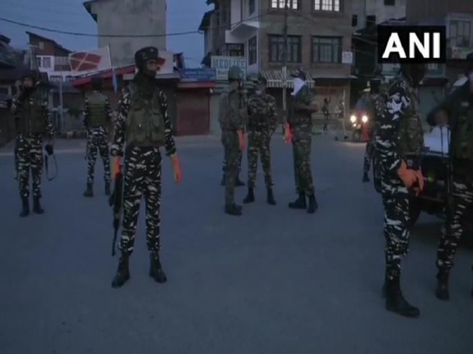 Jammu Kashmir terrorists People Controversy pictures grandson sitting grandfather's corpse viral demand investigation family alleges 'murder' | दादा की लाश पर बैठे पोते की तस्वीरों वायरल होते ही बढ़ाविवाद,निष्पक्ष जांच की मांग, परिवार ने आरोप लगाया 'हत्या' का