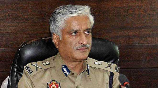 Mohali court issues arrest warrant against Punjab ex-DGP Sumedh Saini | कभी पुलिस विभाग के प्रमुख थे, अब भागे-भागे फिर रहेपंजाब के पूर्व डीजीपी सैनी,गिरफ्तारी वारंट जारी,छापे,कोई अता-पता नहीं