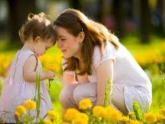 In Corona time nurse reached home after 12 days 6-year-old daughter performed the aarti of the mother | कोरोना संकट में नर्स मां 12 दिन बाद घर पहुंची तो 6 साल की बेटी ने उतारी आरती, आंखों से छलके आंसू