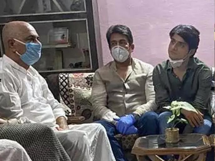 Shekhar Suman said about sushant after meeting actor family with Sandip singh | सुशांत के पिता से मिलने पटना पहुंचे शेखर सुमन, कहा- आत्महत्या नहीं कर सकता था वो लड़का, इंसाफ के लिए लड़ना होगा