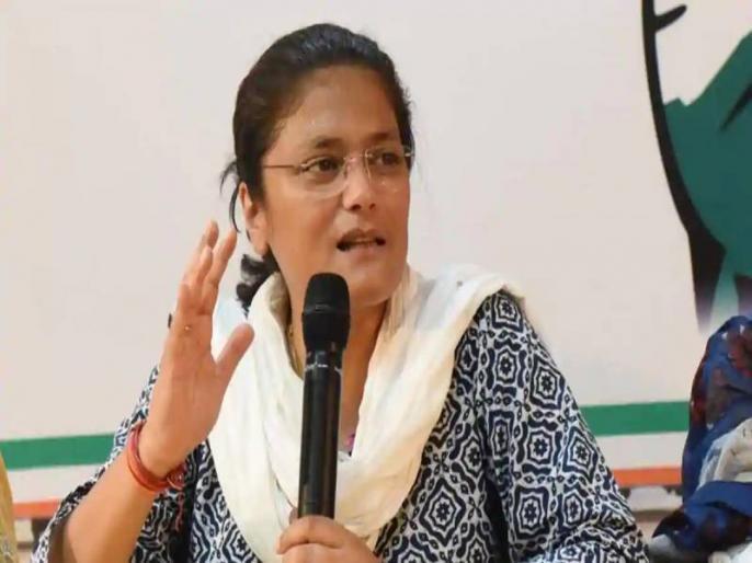 Sushmita Dev says Women's Congress to distribute 25 lakh sanitary napkins to women from poor families   लॉकडाउन के बीच गरीब महिलाओं को 25 लाख सैनिटरी नैपकिन बांटेगी महिला कांग्रेस: सुष्मिता देव