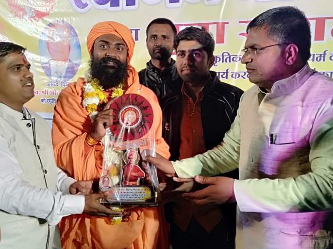 now need to celebrate hindu diwas says swami jitendranand saraswati | 'भारत मे भी फादर्स डे और मदर्स डे मनाने का चलन शुरू हो गया, तो अब हिन्दू दिवस मनाने की जरूरत'