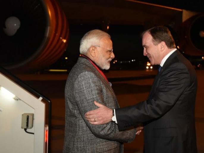 pm narendra modi welcomed by swedish prime minister stefan lofven at airport | पीएम मोदी स्टॉकहोम पहुंचे, स्वीडिश पीएम ने प्रोटोकॉल तोड़ एयरपोर्ट पर किया भव्य स्वागत