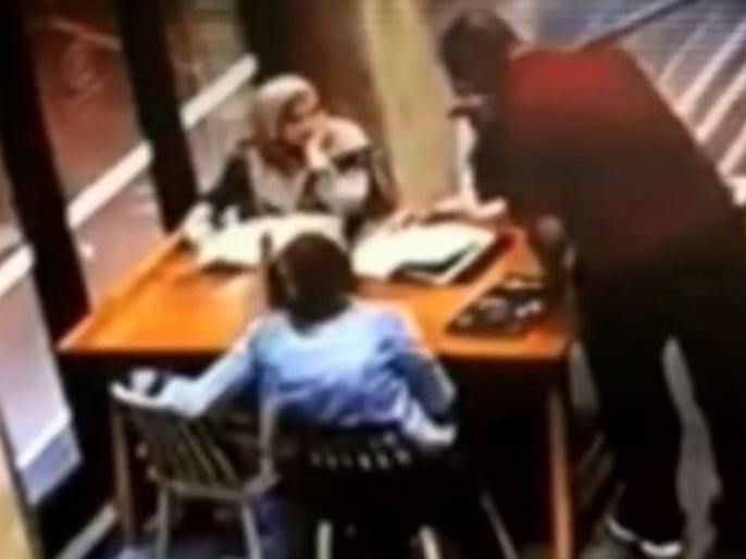Australian man punched in the stomach of a pregnant Muslim woman sitting in a cafe, arrested, watch viral video | कैफे में बैठी गर्भवती मुस्लिम महिला के पेट में ऑस्ट्रेलियाई शख्स ने मारा घूंसा, हुआ गिरफ्तार, देखें वायरल वीडियो
