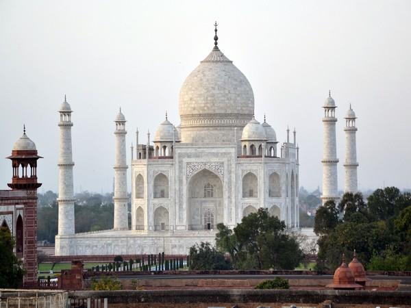 Replicated Taj Mahal with more than 3 lakh matchsticks, intended to create a world record | 22 साल की लड़की ने किया कमाल, तीन लाख से अधिक माचिस की तीलियों से बना दिया 'ताजमहल'