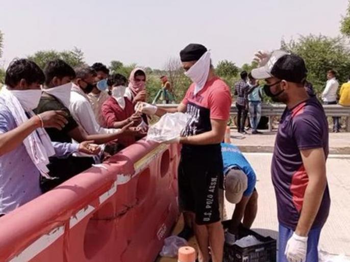 KXIP player Tajinder Singh Dhillon starts distributing food and water to migrants | घर लौट रहे प्रवासियों को खाना और पानी बांटने में लगा किंग्स इलेवन पंजाब का यह खिलाड़ी
