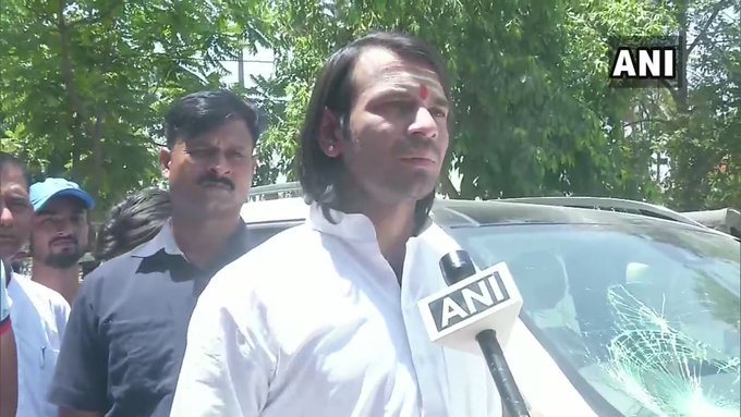 Lok Sabha Elections Bihar: FIR lodge by Tej Pratap against photo journalist | बिहारः तेज प्रताप की गाड़ी पर हमले के बाद FIR दर्ज, बाउंसरों ने मीडिया कर्मियों को पीटा