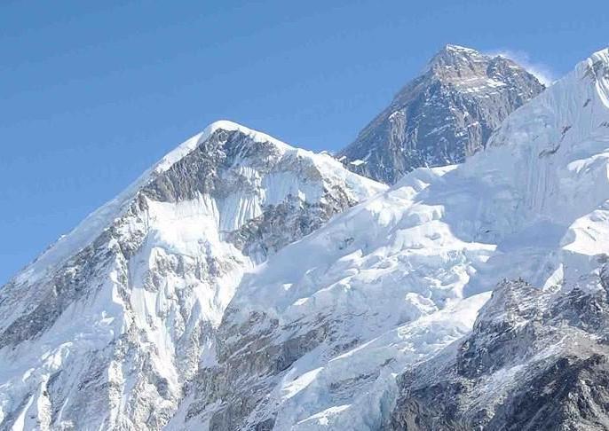 Third Indian mountaineer dies on Mount Makalu in Nepal. | मकालू पर्वत शिखर से नीचे उतरते समयतीसरे भारतीय पर्वतारोही की मौत