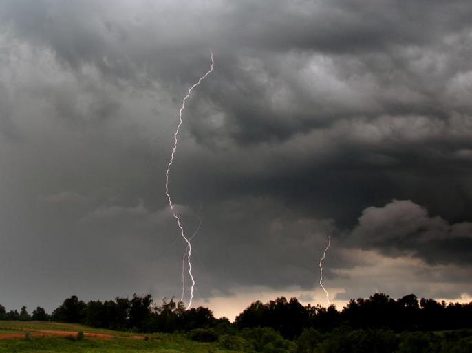 Thunderstorm in Uttar Pradesh causes 13 deaths, weather forecast have issued red alert | यूपी में आंधी-तूफान से 13 लोगों की मौत, मौसम विभाग ने फिर जारी किया अलर्ट