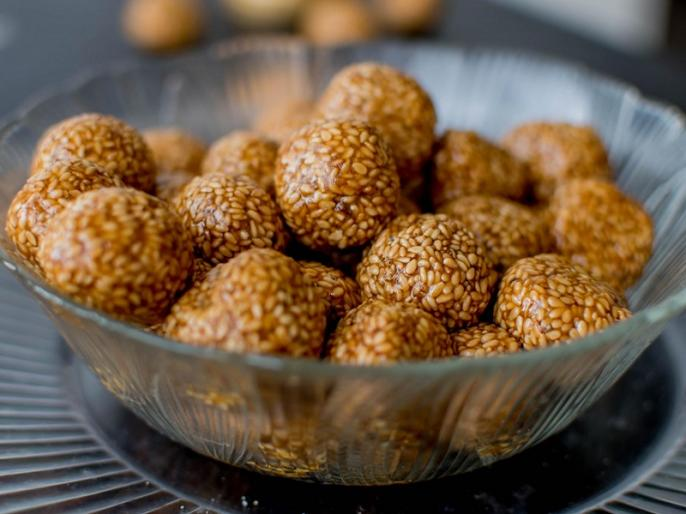 Nag Panchami 2019: Date, significance, how to celebrate, Nag Panchami prasad, Nag Panchami food recipe, til ke laddu recipe in hindi | Nag Panchami 2019: प्रसाद के लिए घर पर ही बनाएं तिल के लड्डू, नारियल की मिठाई, जानिए आसान रेसिपी