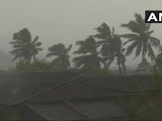 Titli Cyclone Live news update titli storm reached Odisha   150 किमी/घंटे की रफ्तार से बढ़ रहा है तितली तूफान, आधा दर्जन लोगों की मौत