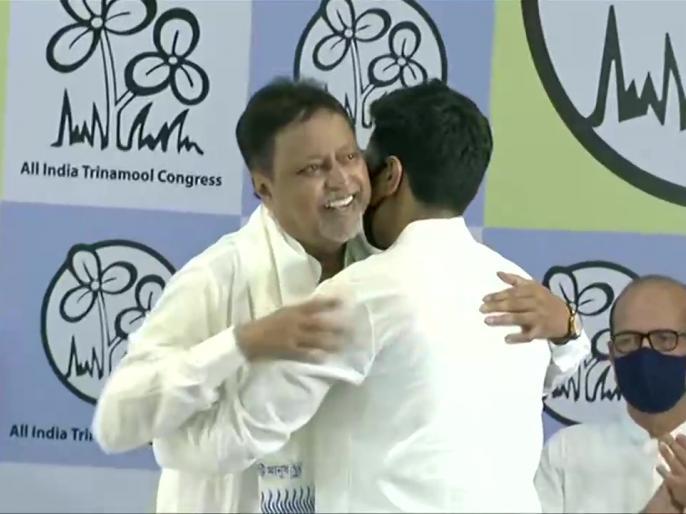 BJP leader Mukul Roy arrives at Trinamool BhawanWest Bengal CM Mamata Banerjee | भाजपा को बड़ा झटका, ममता बनर्जी की मौजूदगी में मुकुल रॉय टीएमसी में शामिल, कहा- घर वापसी अच्छा लग रहा
