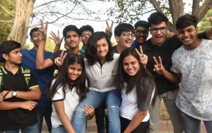 hbse haryana board 10th result declared 2019 topper list of 10th class, 3 toppers merged together | HBSE Haryana Board 10th Results 2019: हरियाणा बोर्ड ने जारी किया रिजल्ट, 99.4 मार्क्स के साथ तीन छात्र बनें टॉपर