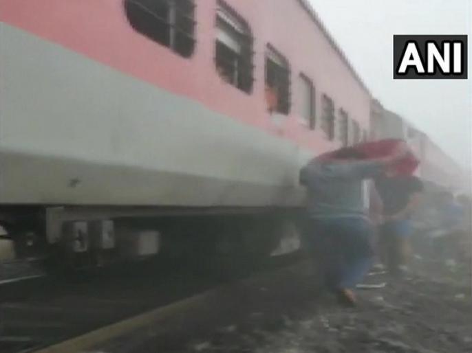 Odisha cuttack train accident mumbai bhubaneswar lokmanya tilak nergundi railway station | ओडिशा: कटक में पटरी से उतरी लोकमान्य तिलक एक्सप्रेस, ट्रेन हादसे में 40 से ज्यादा घायल, कई की हालत गंभीर