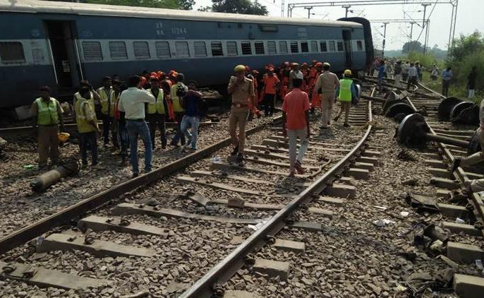 Varanasi: goods train derailed in Shivpur, operations of many trains affected | वाराणसी: शिवपुर में पटरी से उतरी मालगाड़ी, कई ट्रेनों का परिचालन प्रभावित