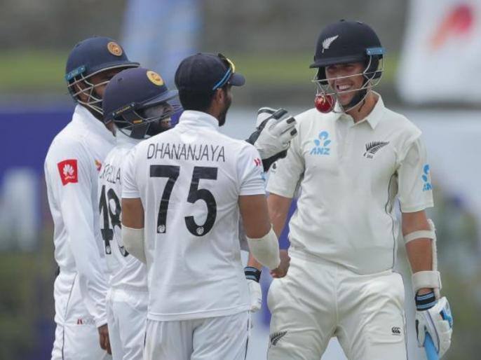 Sri Lanka vs New Zealand Trent Boult hits ball into his helmet grill, Video goes viral | SL vs NZ: ट्रेंट बोल्ट के शॉट पर गेंद उनके हेलमेट में जा घुसी, श्रीलंकाई खिलाड़ी पकड़ने दौड़े, वीडियो वायरल