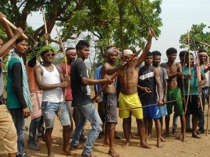 Gujarat: Politics on Aadivasis issue, how can the benefit | गुजरातः सियासत ने तो छला, आदिवासी का कैसे हो भला?
