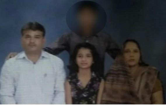 Delhi Triple Murder Case: Son arrested for murder of mother-father and sister | दिल्ली ट्रिपल मर्डर केस: मां-पिता और बहन की कैंची घोंपकर हत्या, आरोपी बेटा गिरफ्तार