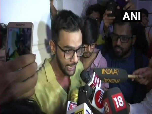 Former JNU student leader Umar Khalid sent to 10 days police remand by Delhi's Karkardooma Court | दिल्ली हिंसाःजेएनयू के पूर्व छात्र उमर खालिद को 10 दिन कीपुलिस रिमांड, राजद्रोह, हत्या, हत्या के प्रयास का मामला दर्ज,जानिए पूरा मामला