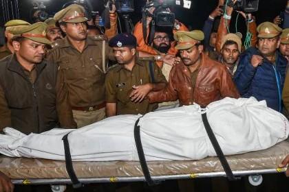 Unnao rape victim's family refuses to cremate body until CM Yogi Adityanath visits them | उन्नाव रेप मामला: मृतका के परिजन मुख्यमंत्री को बुलाने की जिद पर अड़े, अंतिम संस्कार रोका