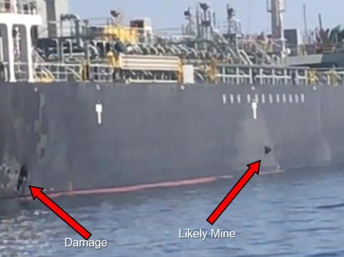 US releases video it claims shows Iran removing unexploded mine from Gulf tanker | ओमान तेल टैंकर विस्फोट: अमेरिका ने VIDEO जारी कर ईरान को ठहराया जिम्मेदार