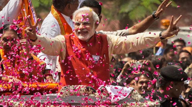lok sabha election 2019 BJP eyes record, not just victory, as bigwigs gather in Varanasi. | वाराणसी पर सबकी नजर,भाजपा ने कोई कसर नहीं छोड़ी, घर-घर पहुंचे नेता