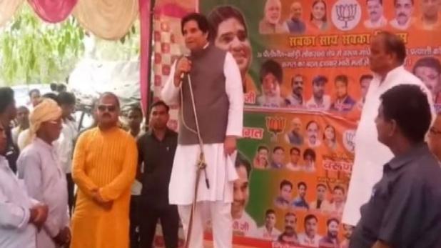 lok sabha election 2019 bjp leader varun gandhi attack congress candidate. | सुल्तानपुर में कांग्रेस प्रत्याशी पर वरुण गांधी का विवादित बयान, संजय गांधी का लड़का हूं, इन जैसों से जूते के फीते खुलवाता हूं