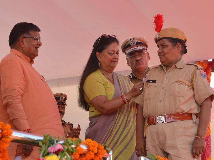 vasundhara raje: 10 fold rise in insurance amount for state police and 6000 promoted | राजस्थान चुनाव से पहले वसुंधरा सरकार ने दी पुलिसकर्मियों को ये बड़ी सौगात, 6000 कांस्टेबलों को प्रमोट भी किया