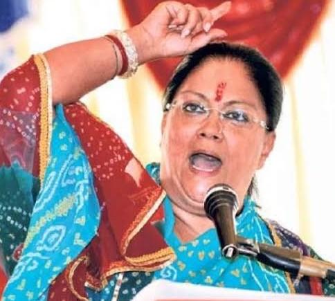 Vasundhara reached Delhi amidst political crisis in Rajasthan, met Rajnath Singh after JP Nadda and increased political stir | राजस्थान में राजनीतिक संकट के बीच वसुंधरा ने दिल्ली में जमाया डेरा, जेपी नड्डा के बाद राजनाथ सिंह से मुलाकात कर बढ़ाई राजनीतिक सरगर्मी