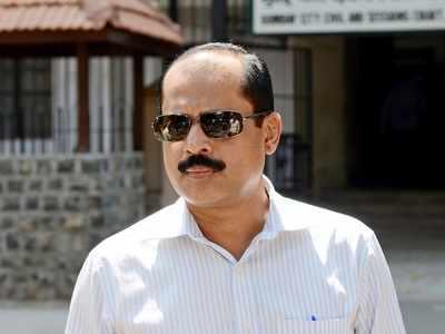 mumbai policeSachin Waze's associate police officer Riyaz Qazijudicial custody till 23 mukesh ambani | सचिन वाझे के सहयोगी रहेपुलिस अधिकारी रियाज काजी 23 तक न्यायिक हिरासत में, जानें मामला