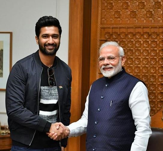 'URI: The Surgical Strike': PM Modi gives thumbs up to the Vicky Kaushal   पीएम मोदी ने भी देखी 'उरी: द सर्जिकल स्ट्राइक', फिल्म के लिए विक्की कौशल को कहा- Thumbs Up