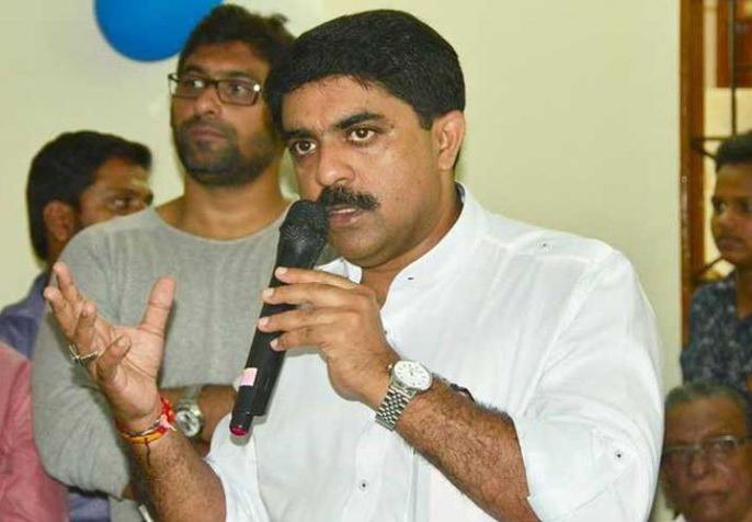 Government in Goa is running people who wanted to merge the state with Maharashtra: Sardesai | सरदेसाई ने कहा, गोवामें सरकार ऐसे लोग चला रहे हैं जो राज्य का महाराष्ट्र में विलय चाहते थे