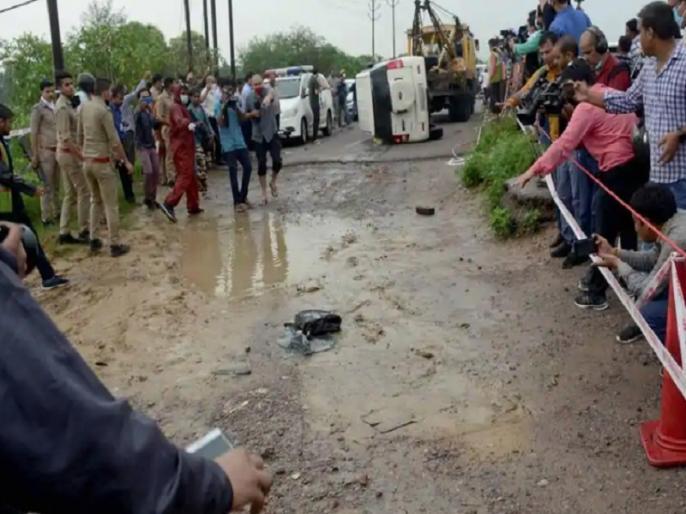 after Vikas Dubey's killing, 2 held for helping gang members from Gwalior | विकास दुबे के एनकाउंटर के बाद अब मददगारों पर मार, बदमाशों को शरण देने के आरोप में 2 लोग ग्वालियर से गिरफ्तार