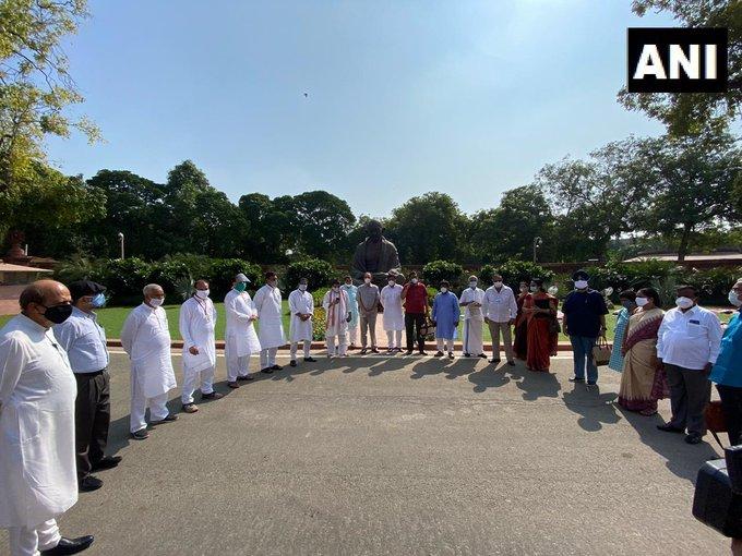 8 MPs suspended from Rajya Sabha cease, opposition will boycott monsoon session | राज्यसभा से निलंबित 8 सांसदों का धरना समाप्त, मॉनसून सत्र का बहिष्कार करेगा विपक्ष
