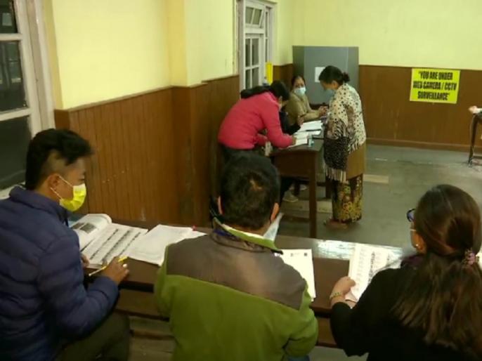 West Bengal Election 2021 Polling for fifth phase of election in 45 seats all details | पश्चिम बंगाल में आज पांचवें चरण का मतदान, 6 जिलों की 45 सीटों पर 342 उम्मीदवारों की किस्मत का होगा फैसला