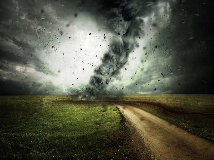 Wind Cyclone: 1.6 lakh people taken to safer places | वायु चक्रवात: खतरे की आशंका के चलते 1.6 लाख लोगों को सुरक्षित स्थानों पर पहुंचाया गया